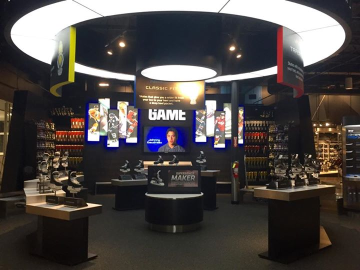 Bauer Hockey - Own the moment store 2